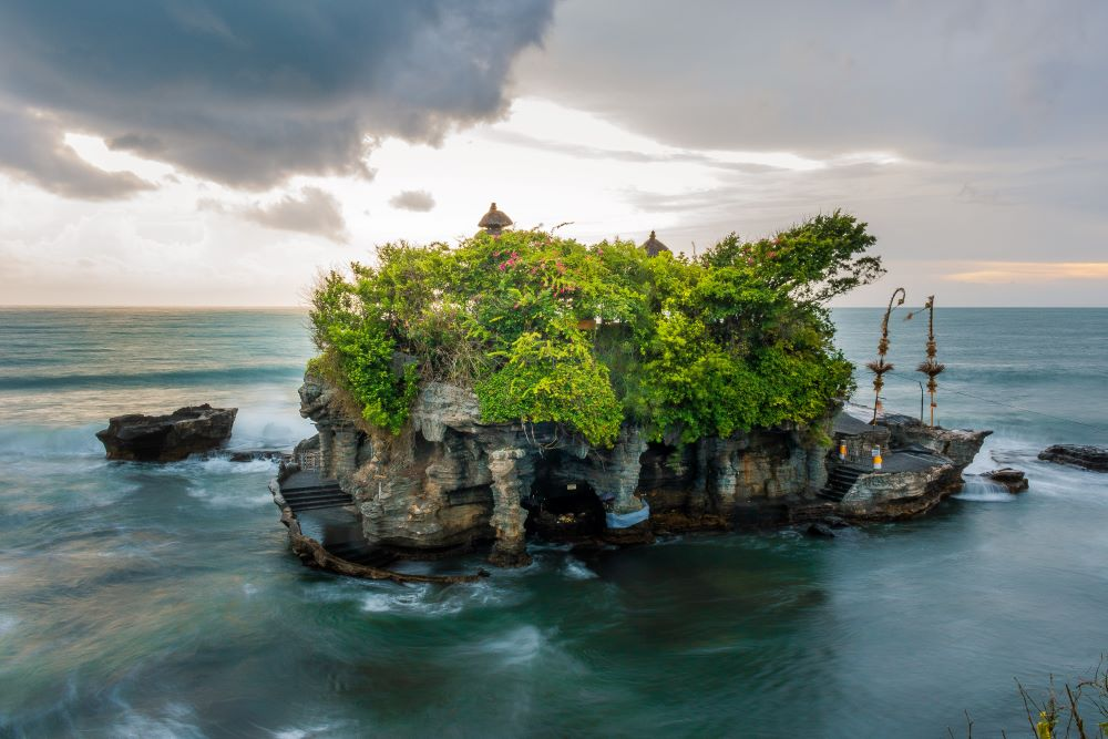 Tanah Lot Famous Pre-Wedding Venues for Photoshoot